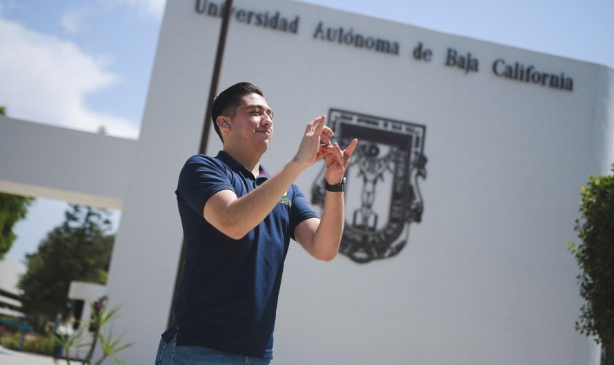Egresa de la UABC primer estudiante que cursó carrera con intérprete de lenguaje a señas