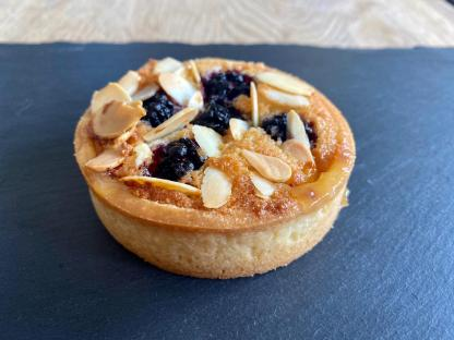 A single blackberry & lemon bakewell tart