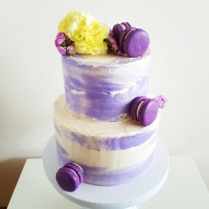 Cake with Macarons and Flowers by The Baking Experiment