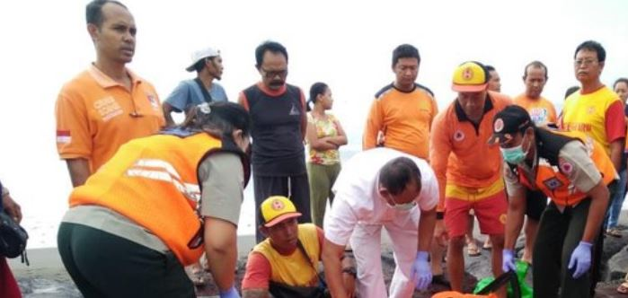energency workers on scene body of local man found on beach bali