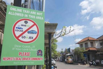 Bali Govenor Sets New Regulations For Bali Taxi Stands To Help End Conflict With Online Drivers