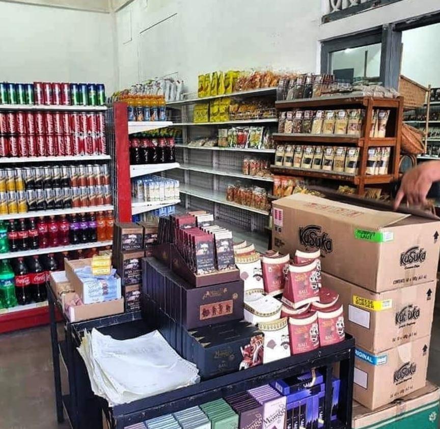 bintang supermarket restocks shelves in temporary store
