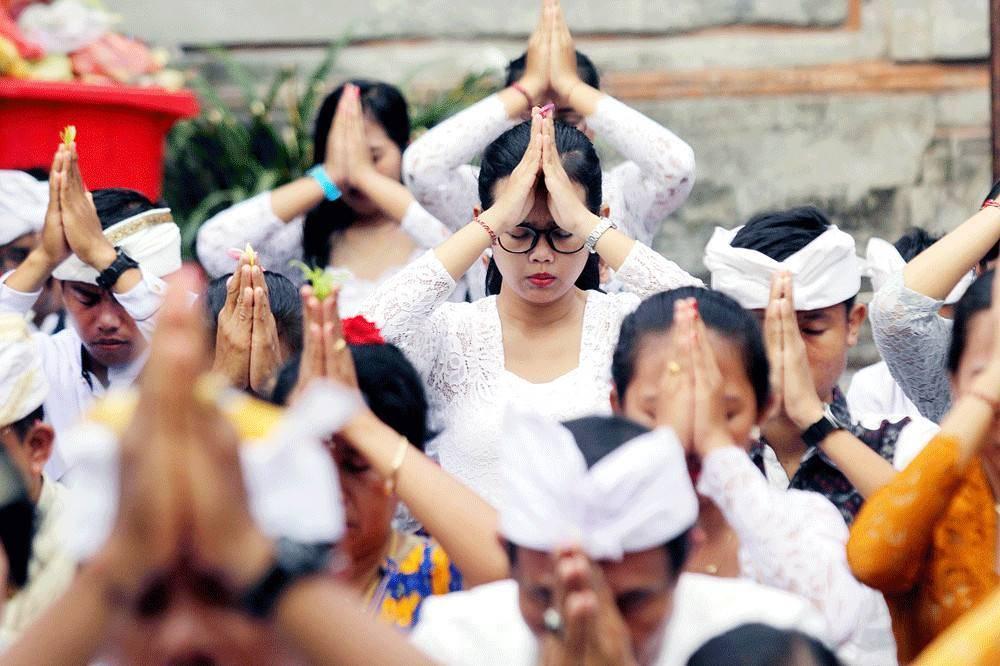 bali mass prayer