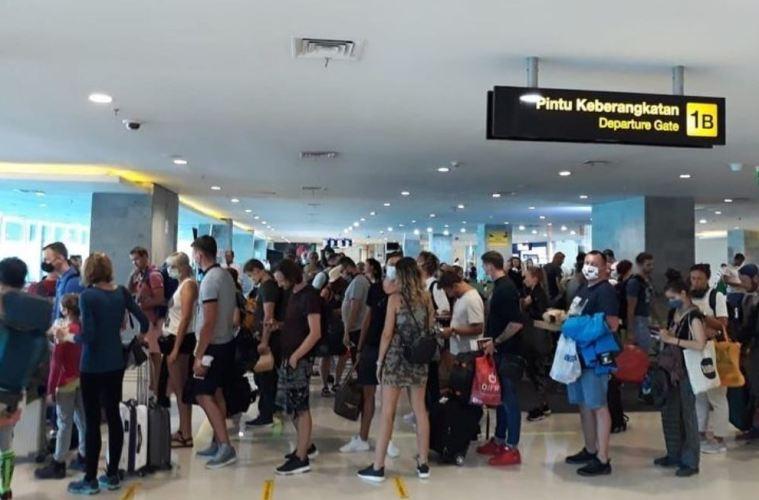 Hundreds of Foreign Sationals Flee Bali Amid Coronavirus Outbreak