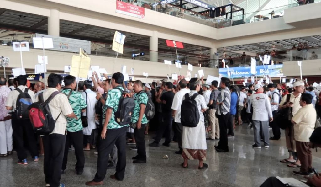 what the balbali airport arrivals gate airport usually looks like