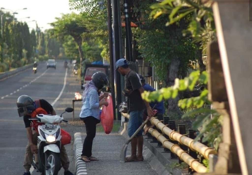 feeding bali locals
