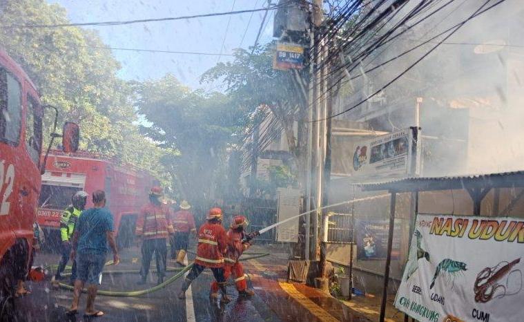Massive Fire Destroys 3 Blocks of Shops In Bali