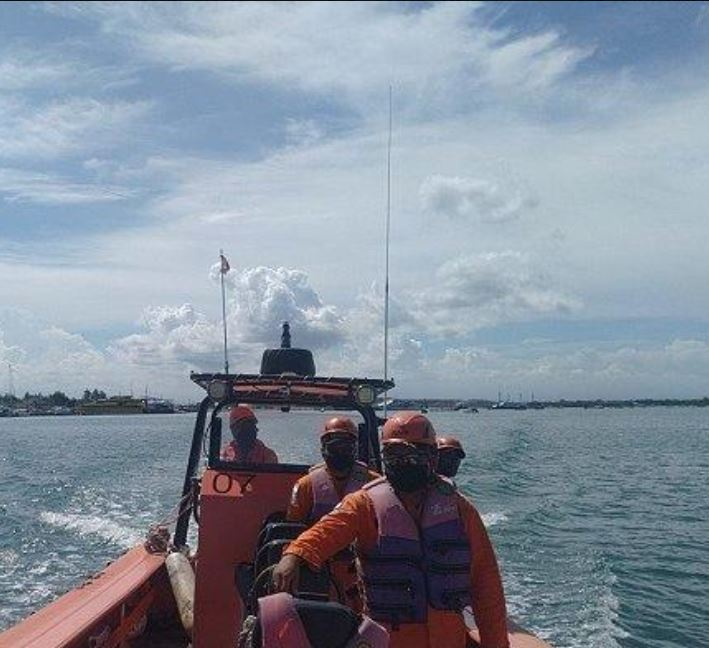 Search and rescue look for local fisherman