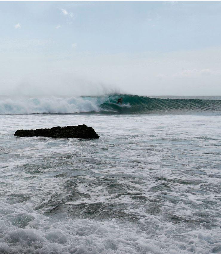 large waves nusa dua
