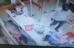 Video: Seminyak Circle K Store Robbed at Gun Point