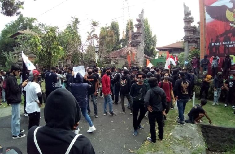 Riots Break Out In Bali Over Proposed New Employment Laws