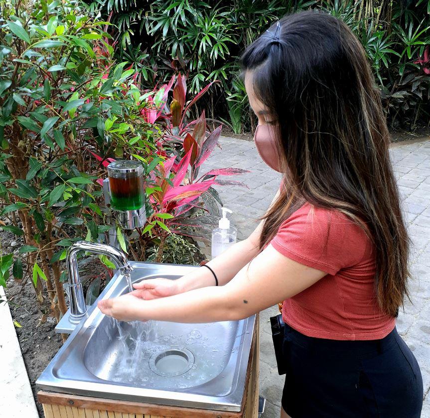 Handwashing sink