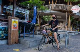 cyclist in Bali with mask