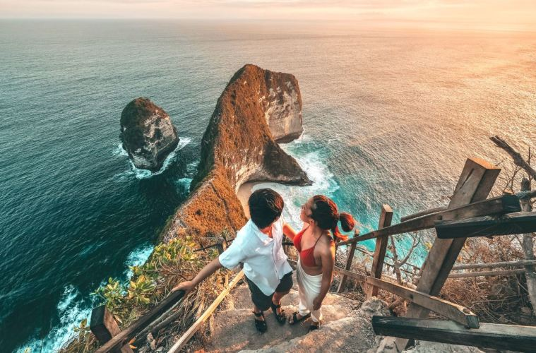 Tourist Dies After Falling From 150 Meter Cliff At Famous Bali Beach