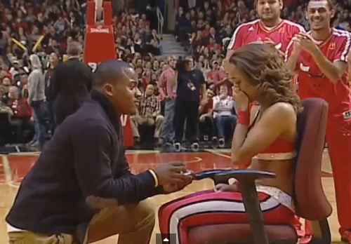 chicago-bulls-cheerleader-surprise-marriage-proposal