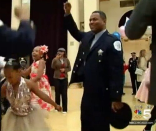 chicago-police-officers-daddy-daughter-dance