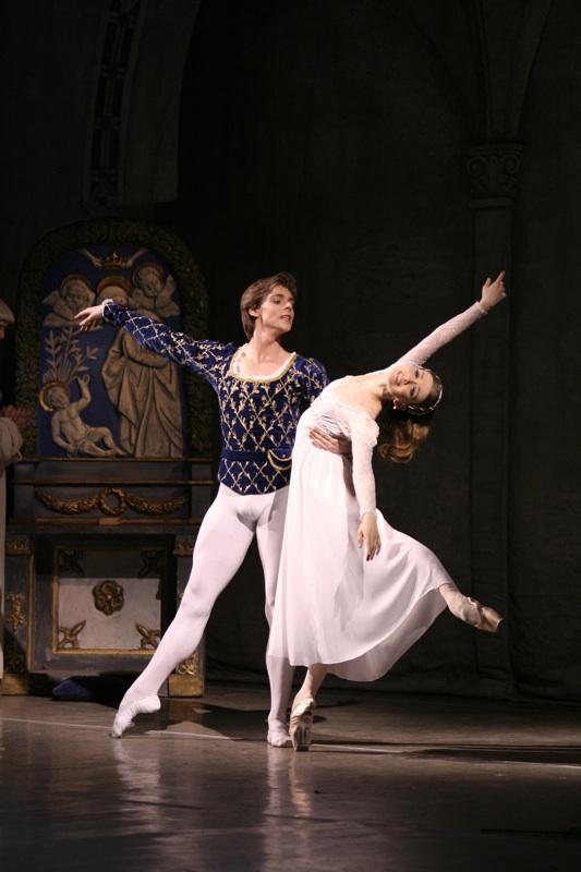 Mariinsky's Vladimir Shlyarov and Yevgenia Obraztsova in Lavrovsky's Romeo and Juliet. Photo: Natalia Razina / Mariinsky Theatre ©