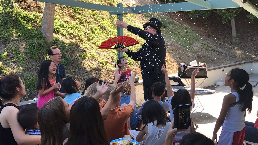 The Balloon Guy offers Magic Shows for children's parties in Southern California.
