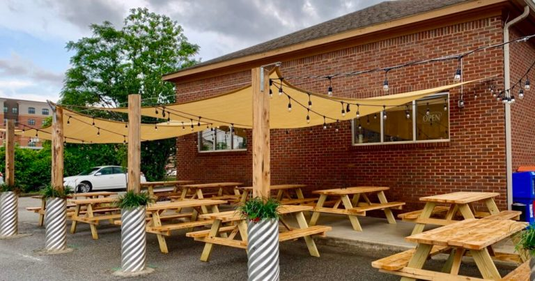 New restaurant, Rob's Ribs, opens in downtown Auburn