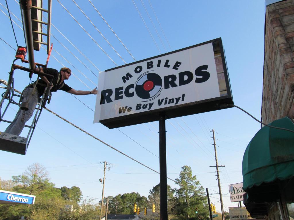 Mobile Records Sign