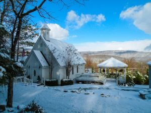 Getting married in Huntsville? You'll fall in love with these 4 mountain top wedding venues
