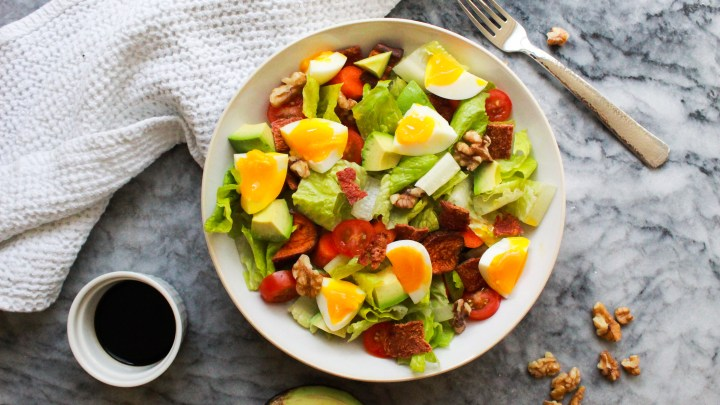 This Paleo Cobb salad is packed with simple and fresh protein, veggies, and healthy fats for a delicious and easy Whole30 lunch or dinner!