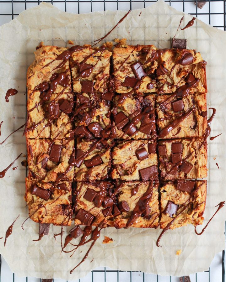 chocolate chip blondies with chocolate drizzle