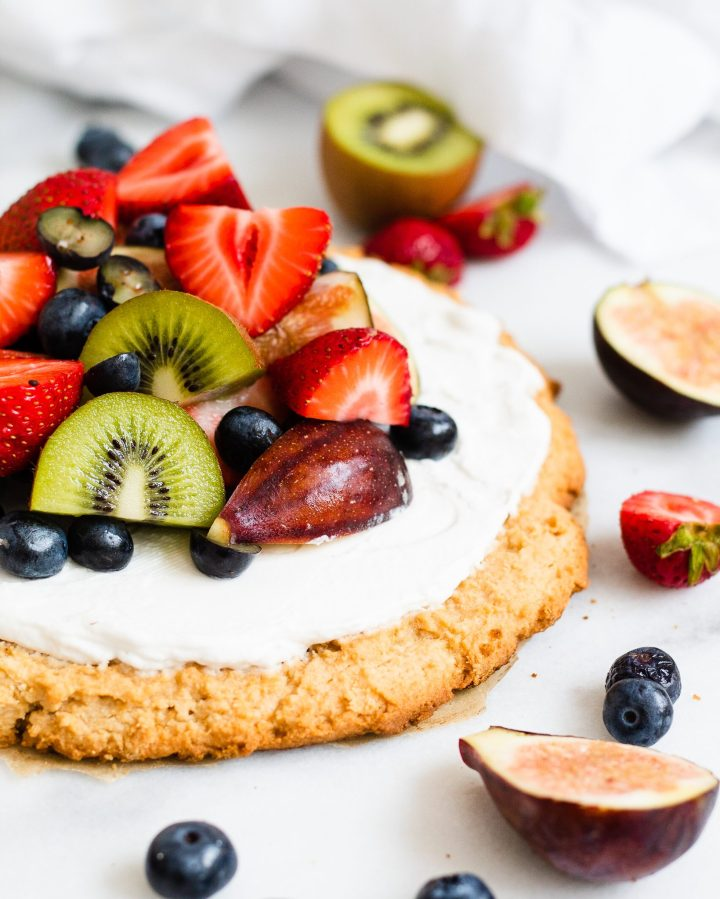 close up of easy paleo fruit pizza