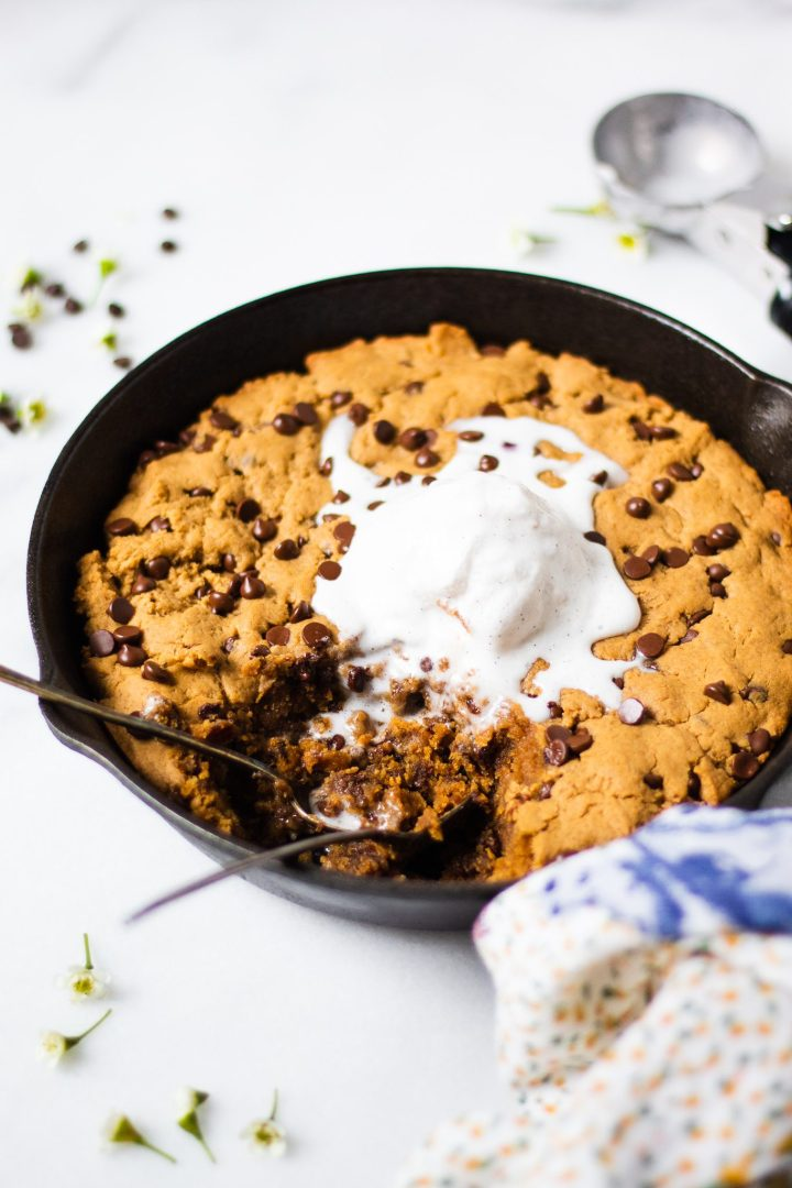 cookie skillet with spoons