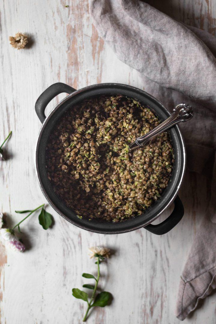 pesto lentils in sauce pan