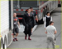 henry-cavill-hides-superman-costume-03