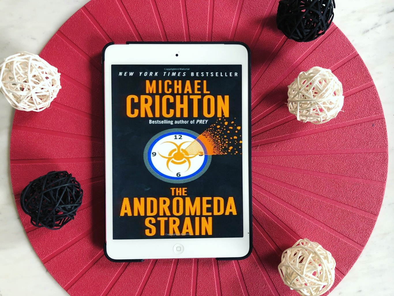 The Andromeda Strain: Why Can't I Remember That I Don't Like Medicine-Themed Books?!