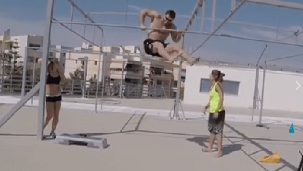 Dmitry Klokov attempts bar muscle-ups (screencap)