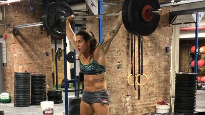 Liz Adams Power Snatch and Overhead Squat Complex/ @lizadams21/Instagram