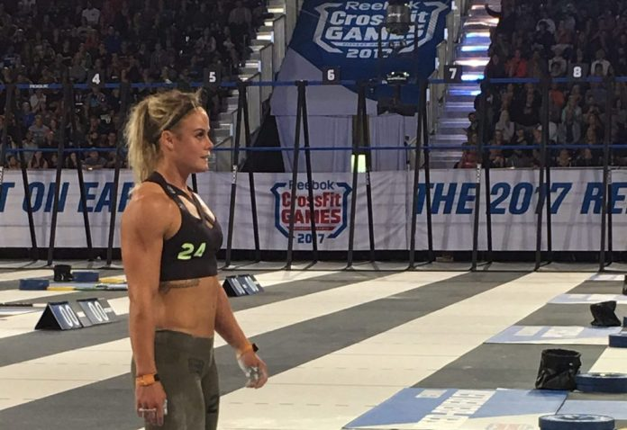 Sara Sigmundsdottir before 1RM Snatch event at the 2017 CrossFit Games.