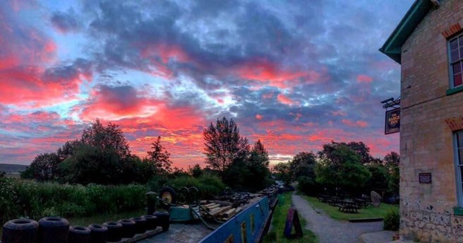 pub-wiltshire-red-sky.jpg
