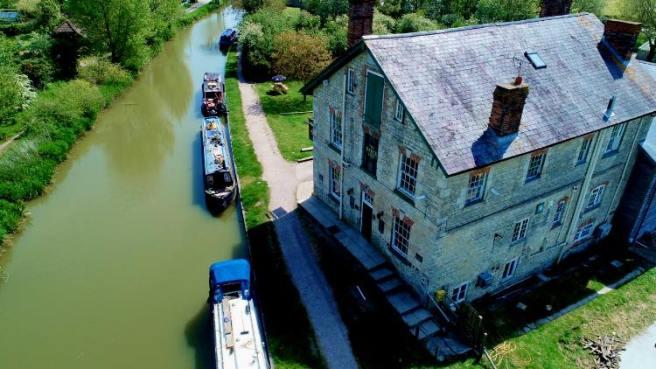 the-barge-inn-canal-side.jpg