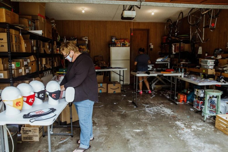 LeAnne Stowe (left) and Lina McCamon making masks in her garage in Overland Park, KS. (Chase Castor/Beacon)