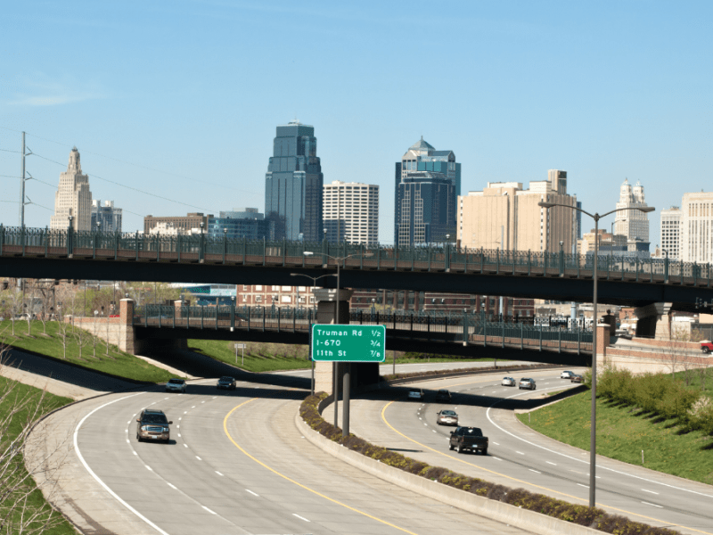 A photo of the highway leading to downtown Kansas City, Mo.