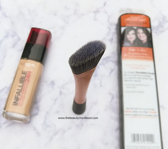 Real Techniques Foundation Brush Self Standing