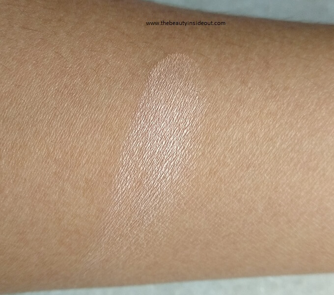 Essence Pure Nude Highlighter Hand Swatch
