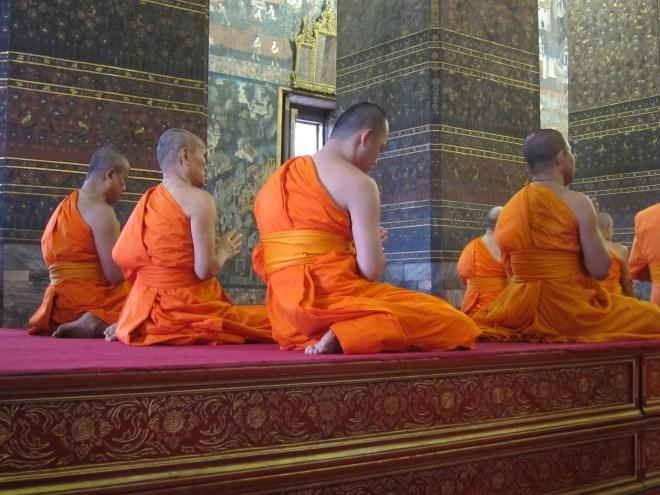 Moines Wat Pho Bangkok priere voyage