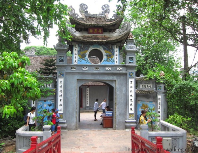 Entrance of the Temple of the Jade mountain - Hanoi