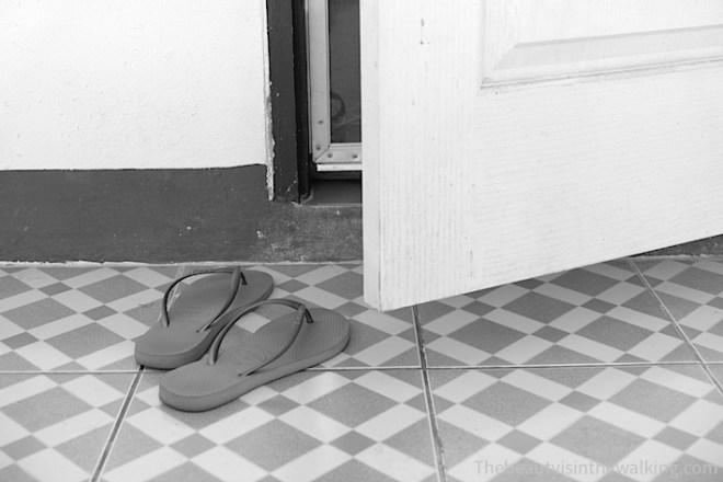 Quitter les chaussures avant de méditer