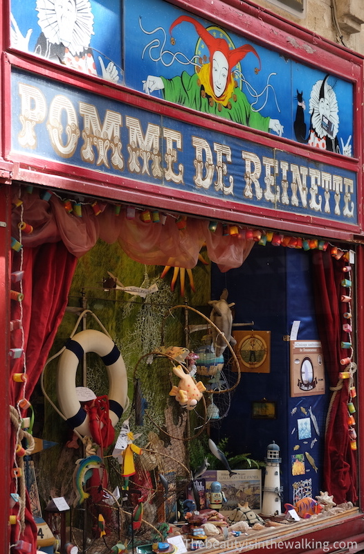 Toy shop display – Pomme de Reinette, Montpellier
