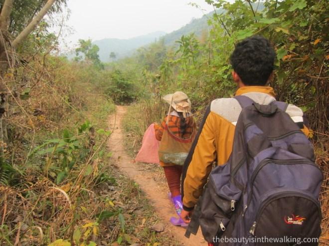 2-1-guide-trek-jungle-laos