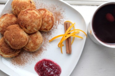 Gløgg and Æbleskiver recipes - Noël danois | The Beauty is in the Walking