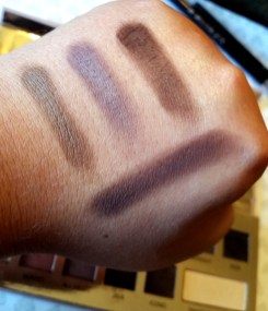 IT Cosmetics Naturally Pretty Palette Review and Swatches. All Matte eye shadows with a transforming pearl shade. A Makeup Lovers Dream