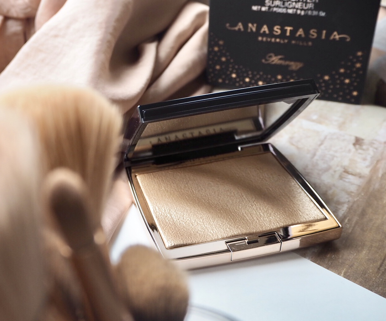 Anastasia Beverly Hills x Amrezy collaboration Highlighter