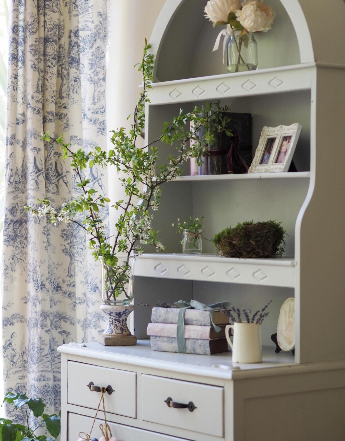 Creative styling for your Welsh dresser
